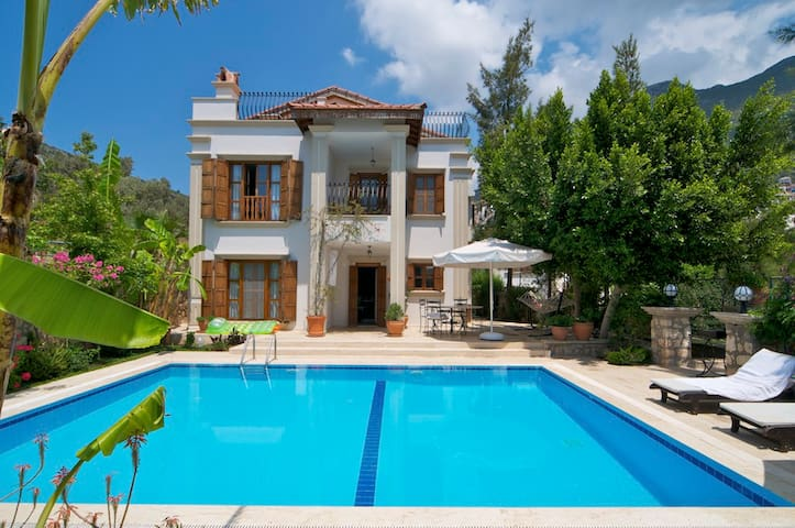 Very private and close to town - Kalkan - Casa de campo