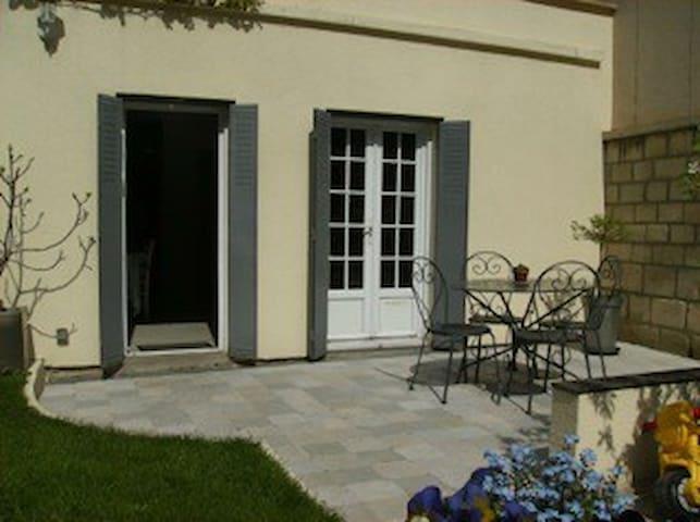 Petite maison REUIL MALMAISON - Rueil-Malmaison - Casa