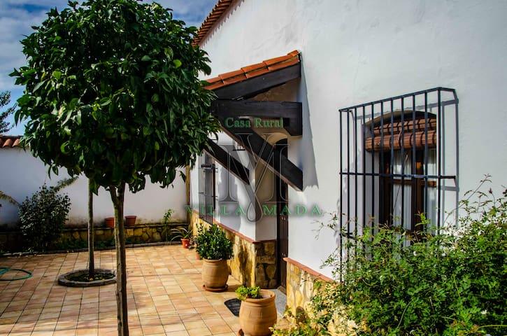 """Gran Casa Rural en la Sierra Norte """"VILLAMADA"""""""