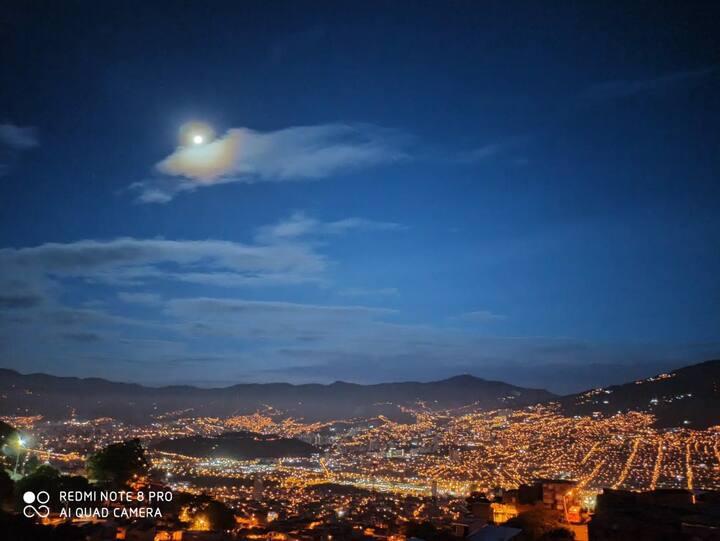 Habitación Privada con excelente vista a Medellín