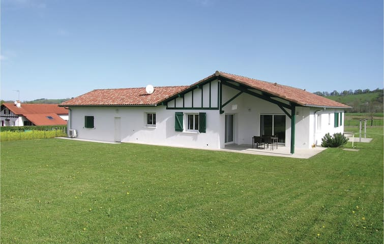 Holiday cottage with 4 bedrooms on 150m² in Aicirits Camou Suhast