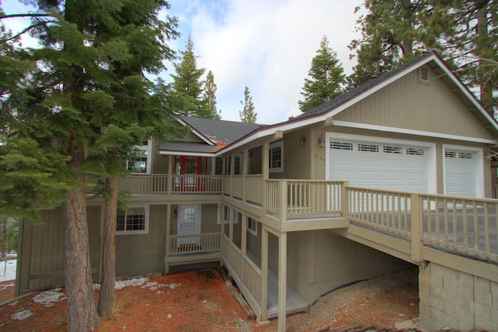 3700 Sq Ft. 5 Bedroom Home with Mountain Views