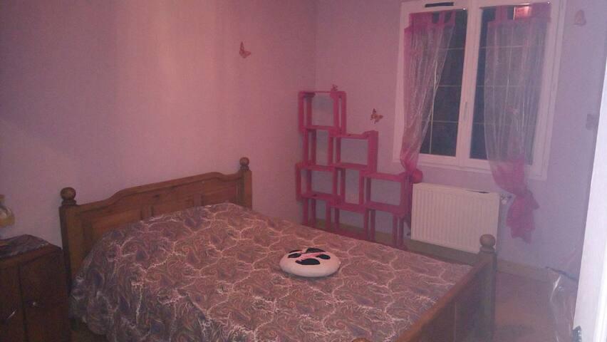 Chambre privé avec accès reste de la maison.