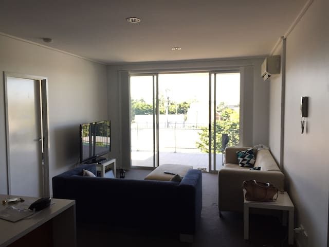 Share room is close to city - East Brisbane - Byt