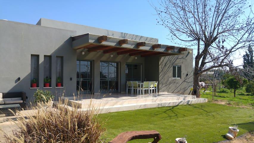 Centeral Suburbian Home - Kfar Netter - Дом