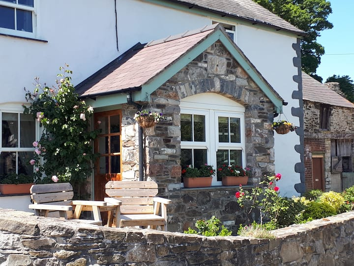 Traditional Welsh Farmhouse 2 bdrms- sleeps 5
