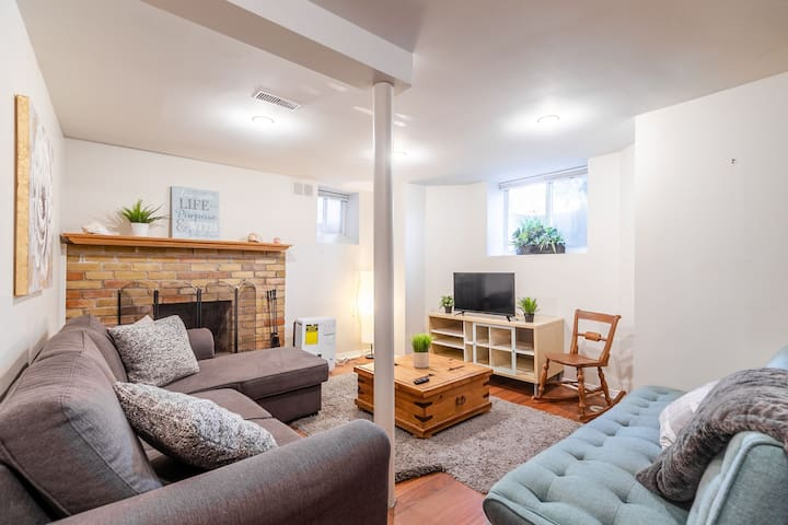 Warm/Comfy 2BR Home with Parking - Midtown!