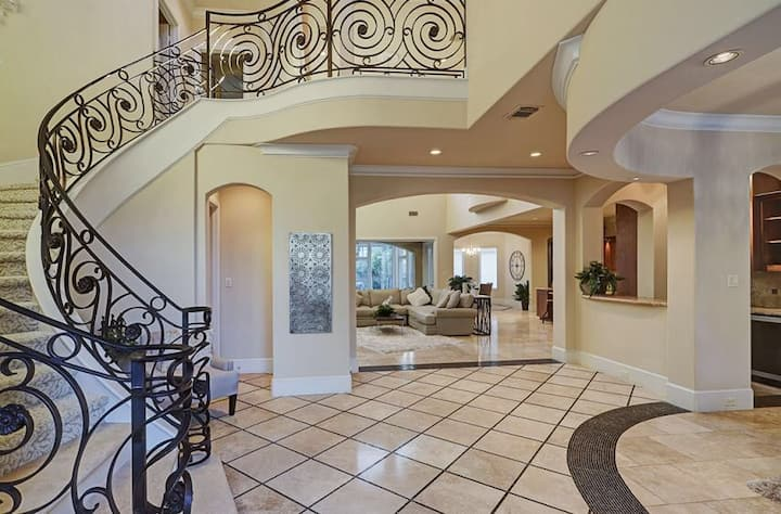 Luxurious modern 4800sf home/All new/ Galleria