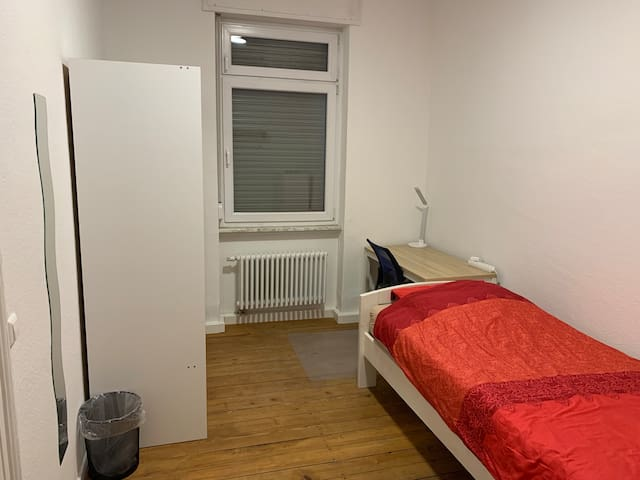 Comfortable room near KIT and city centre