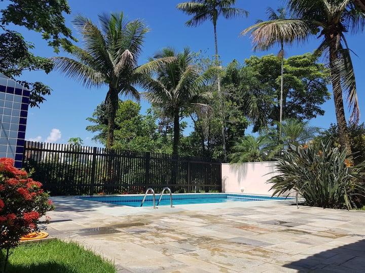 Casa com 4 suítes em Riviera à 400m da praia
