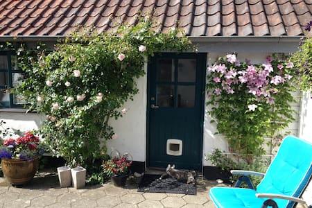 Idyllisk gæstehus tæt på skov og strand - Ebeltoft - House