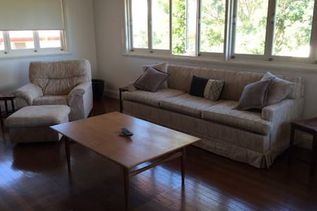 Large 3 bedroom family home close to the airport. - Wavell Heights
