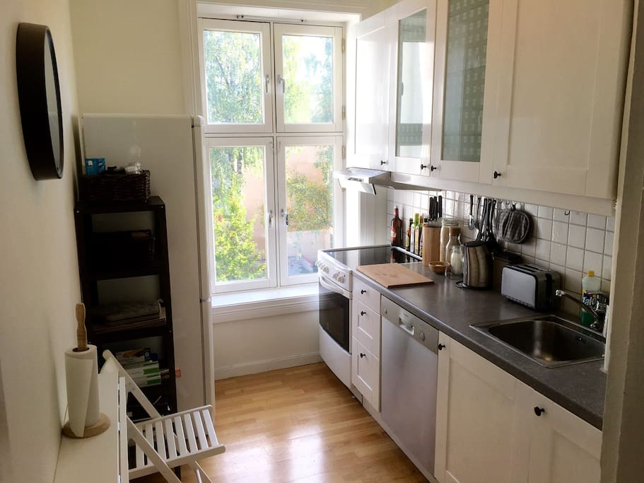 Fully furnished kitchen with a practical wall-mounted table.