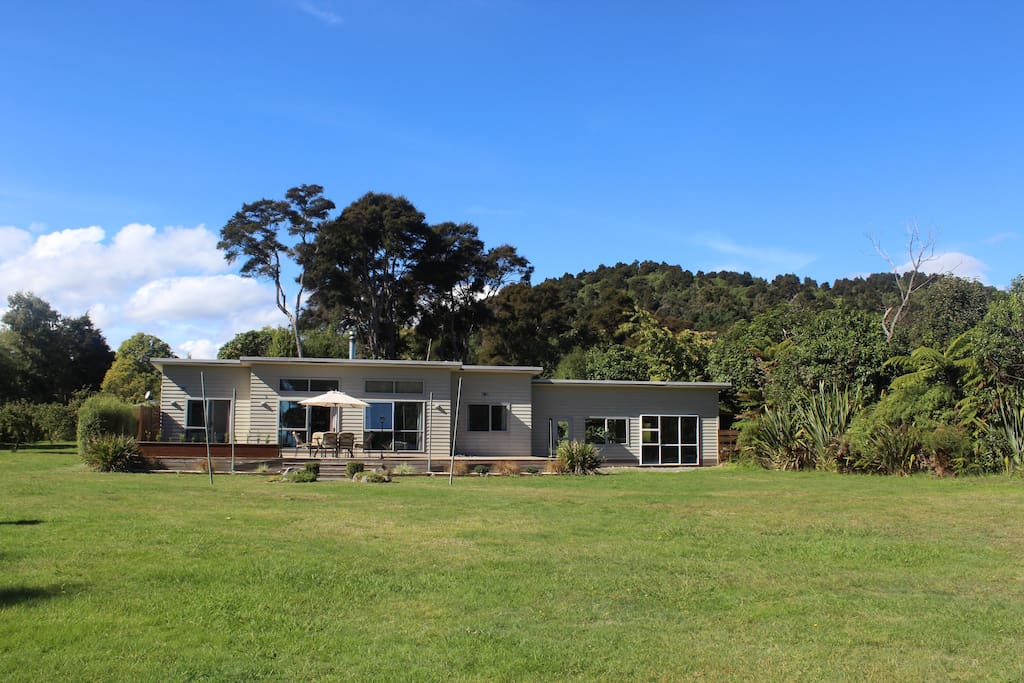 Large lawn area, perfect for cricket, volley ball, touch