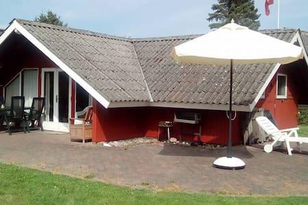 """""""Bakkehuset"""" - 200 m. fra Langelandsbæltet - 洪布勒(Humble) - 小屋"""