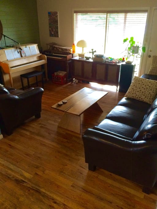 Living room w/ piano, organ and acoustic guitar for your use.