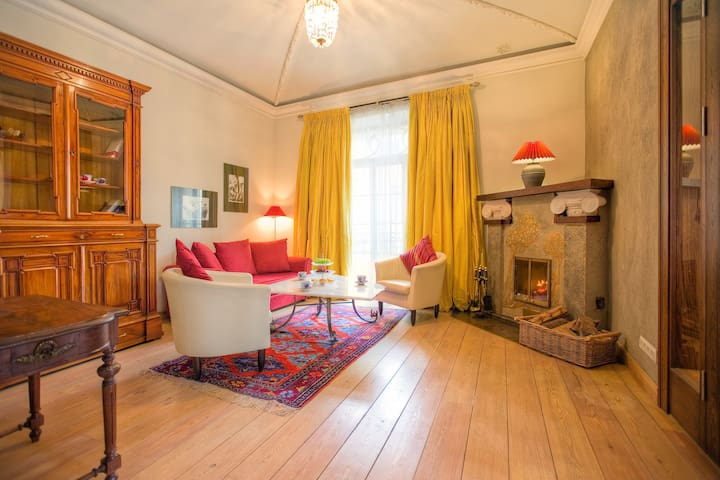 Amazing 2 Story Flat with Classic English Interior