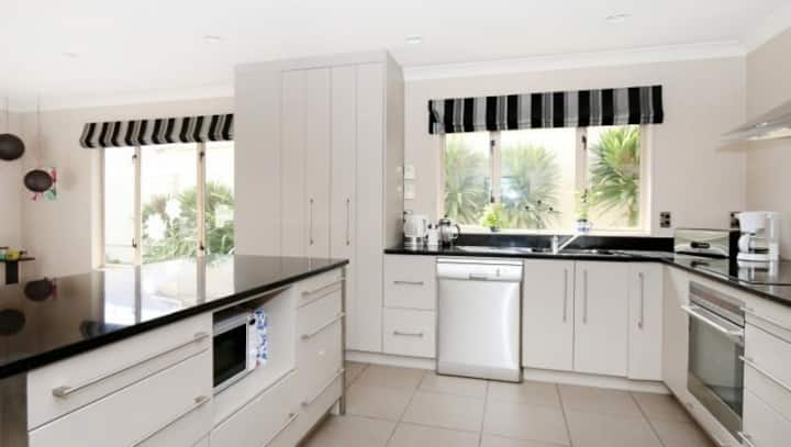 **  Fabulous location offers 2 modern bedrooms  **