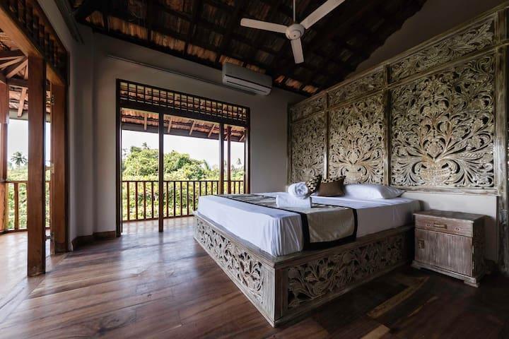 D Canal House - Sunrise Room with balcony