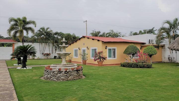 Casa de Descanso con Alberca cerca de la ciudad