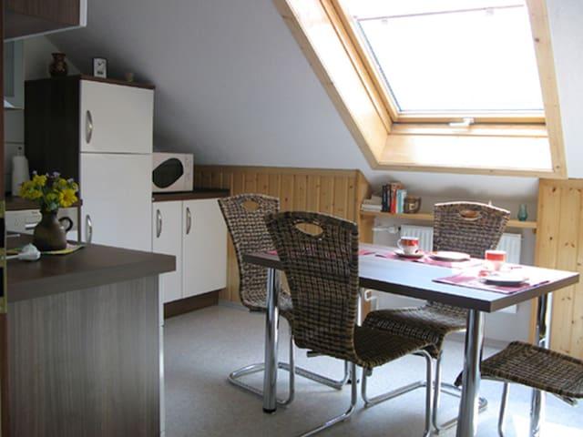 """Ferienwohnung Haus """"Elfi"""", (Hausen am Tann), Ferienwohnung Haus Elfi, 70 qm, Terrasse, 1 Schlafzimmer, max. 3 Personen"""