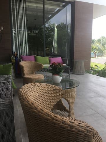 Quiet place with greenview in villa by river