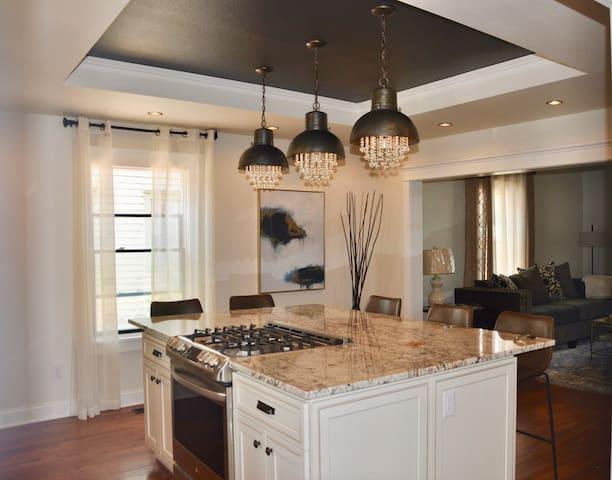 Luxurious Home Dwtn Rapid City - Best Location!