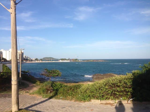 Apto Quarto e Sala a 20 m da praia