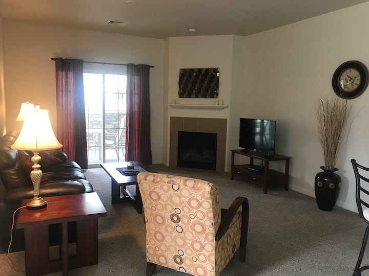 2BR/2Ba Executive Condo-Main Level
