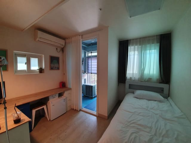 #209 Private APT Local Mangwon/Hongdae/ Han River