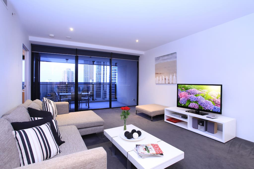 Holiday Holiday Apartments, Level 13 with stunning views!