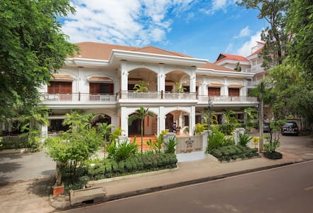 Grand - Double Bed & Breakfast, Free Pick Up - Krong Siem Reap