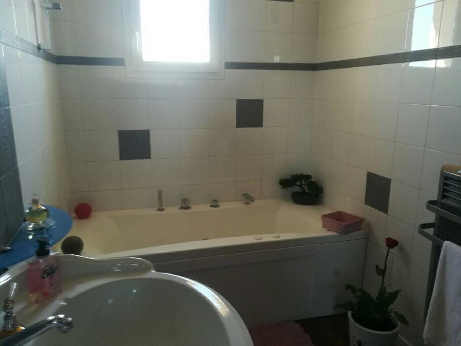 salle de bain baignoire à bulle