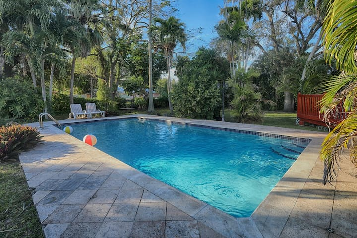 Spacious & Conveniently Located Miami Airport Home w/Pool