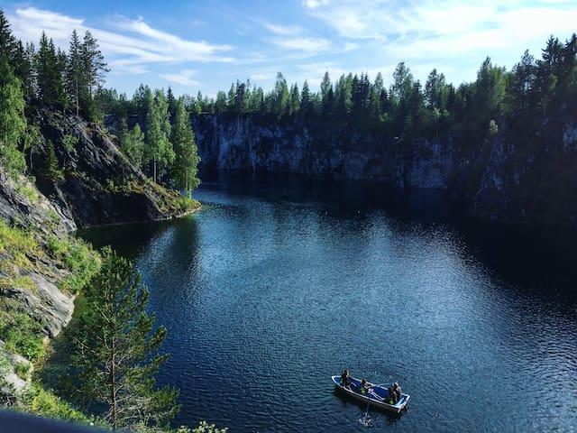 Рускеала - заполненный грунтовыми водами мраморный карьер