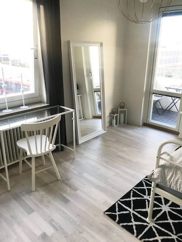 Spacious Room (BnB) close to town.