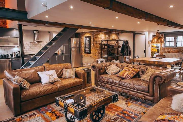Stunning Duplex Loft Apt - Perfect Location - Leeds - Daire