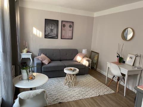 Studio cosy rénové proche Château