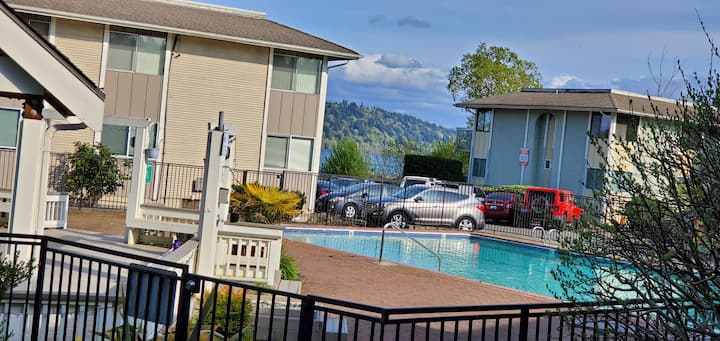 Ground Floor Waterfront Condo w/ Pool and Hottub