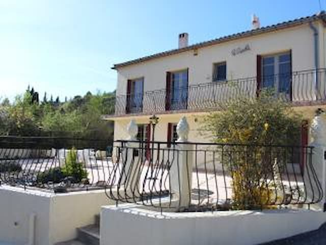 Le Castellas, Charming French villa, with Pool