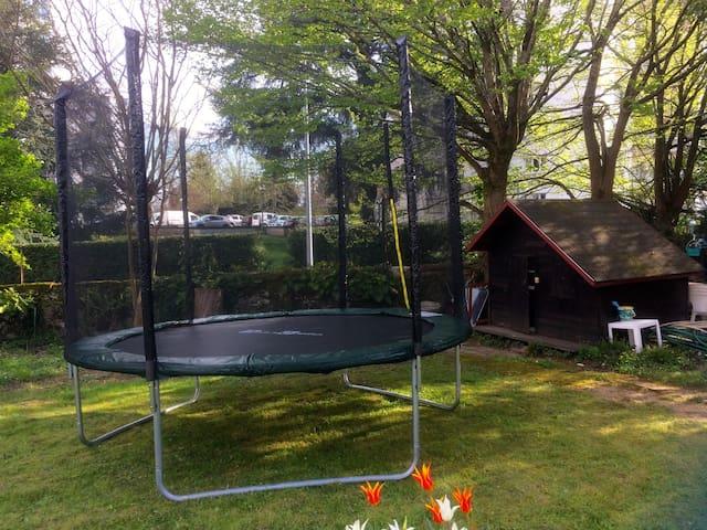 Notre nouveau trampoline avec filet pour protéger les enfants