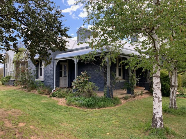 Stay at Plum Tree Cottage, Huntley, Orange NSW