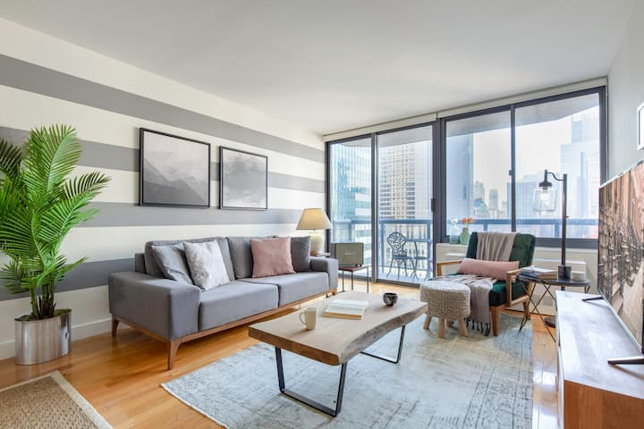 Airy Times Sq 1BR w/ Indoor pool, Gym + Doorman by Blueground