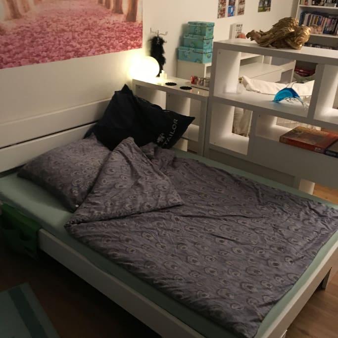 Großes Bett 140x220 cm