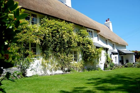 17th century thatched cottage on Dartmoor - Lower Combe - บ้าน