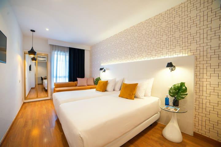 Habitación superior triple estándar en Hotel Cetina Murcia
