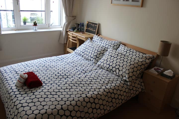 5min walk to Grafton St, Quiet Double Bed Room