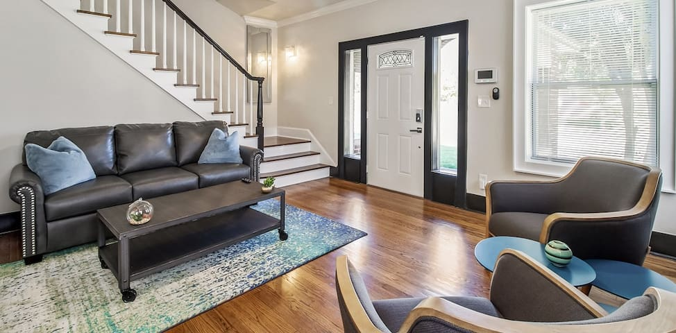 2Bd/1Ba Updated historic apartment