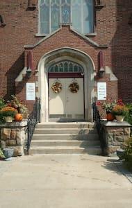 Kelmscott Chapel