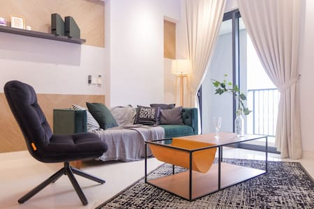 Radiant Modern Suite Metres Away from Royal Mosque